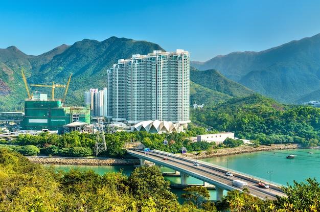 Vista do distrito de tung chung de hong kong na ilha de lantau - china.