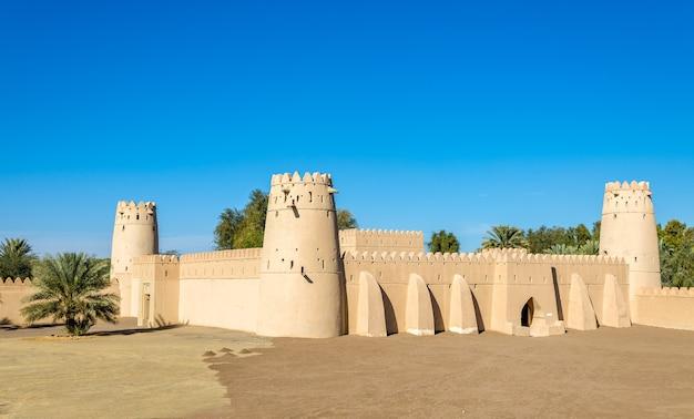 Vista do forte al jahili em al ain, emirados árabes unidos