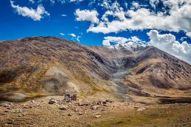 Vista do himalaia perto de kardung la pass ladakh india