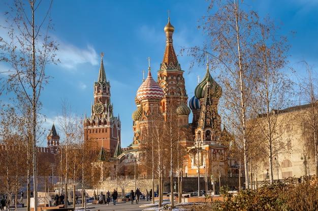 Vista do kremlin de moscou do parque zaryadye