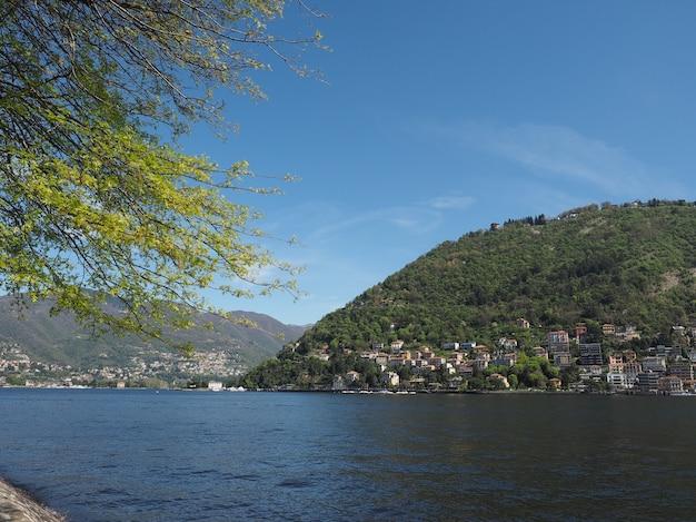 Vista do lago de como