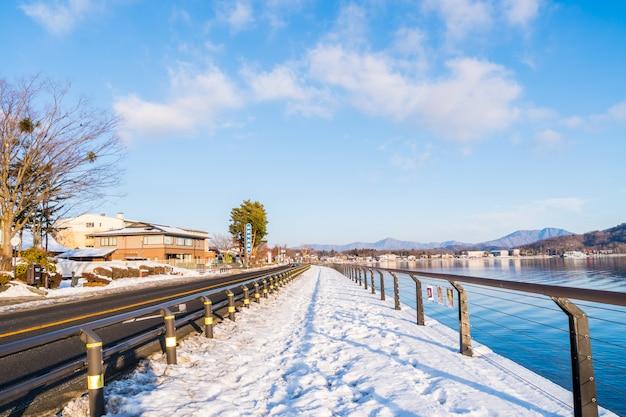 Vista do lago yamanaka trilha nevado, escritório em casa do hotel em frio