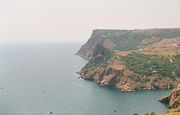 Vista do mar da entrada da baía de balaklava, sebastopol