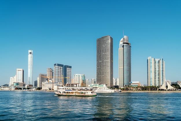 Vista do mar e da cidade de xiamen, china