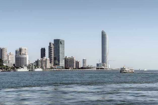 Vista do mar e da cidade de xiamen