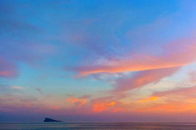 Vista do mar no lindo pôr do sol