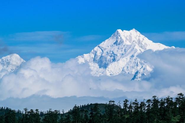 Vista do monte kanchenjunga do vale gnathang