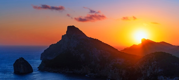 Vista do nascer do sol em formentor, maiorca, espanha