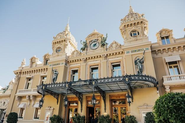 Vista do palácio de luxo grand casino em monte carlo, mônaco.