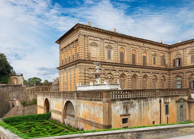 Vista do palácio de pitty, florença, itália