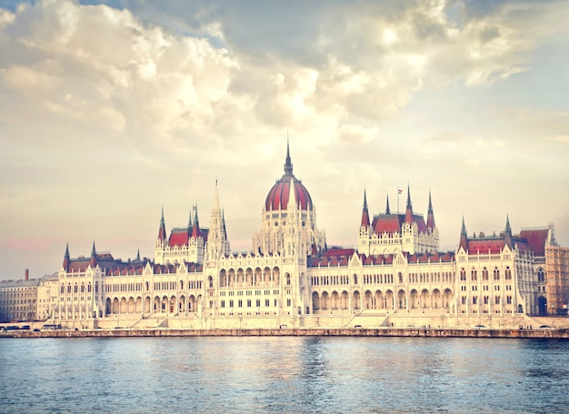 Vista do parlamento húngaro