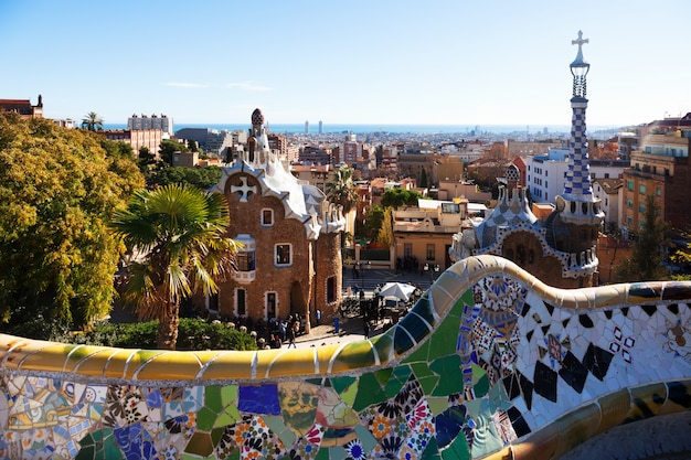 Vista do parque guell no inverno. barcelona