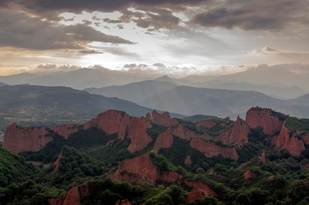 Vista do parque natural das medulas em um dia nublado Foto Premium