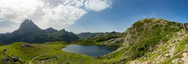 Vista do pic du midi d'ossau nos pirineus franceses