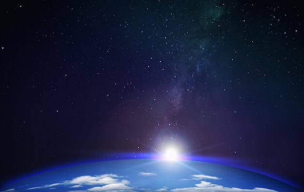 Vista do planeta terra com fundo de galáxia via láctea com espaço de estrelas