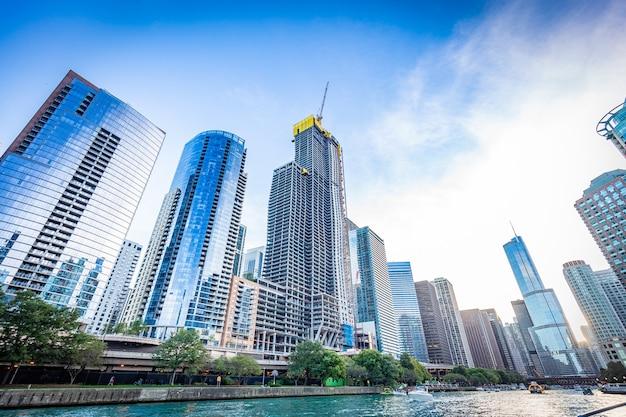 Vista do rio chicago em um dia ensolarado