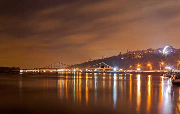 Vista do rio dnieper em kiev, ucrânia