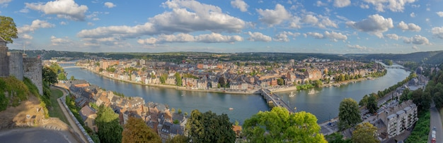 Vista do rio meuse na bélgica.