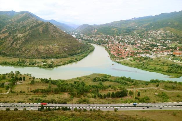 Vista do rio mtkvari e do rio aragvi