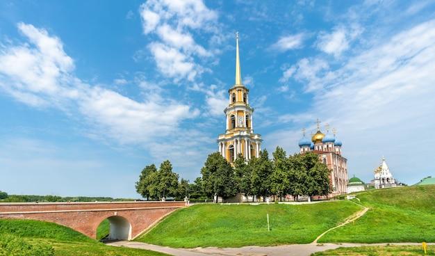 Vista do ryazan kremlin, o anel de ouro da rússia