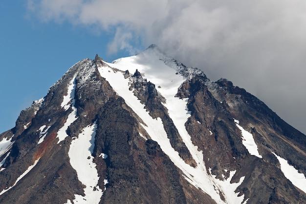 Vista do topo do cone rochoso do vulcão