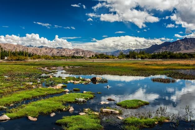 Vista do vale do indus em ladakh india