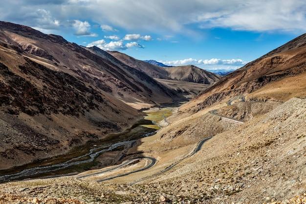 Vista do vale perto de tanglang la pass