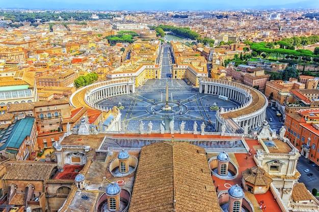 Vista do vaticano a partir da cúpula da basílica de são pedro.