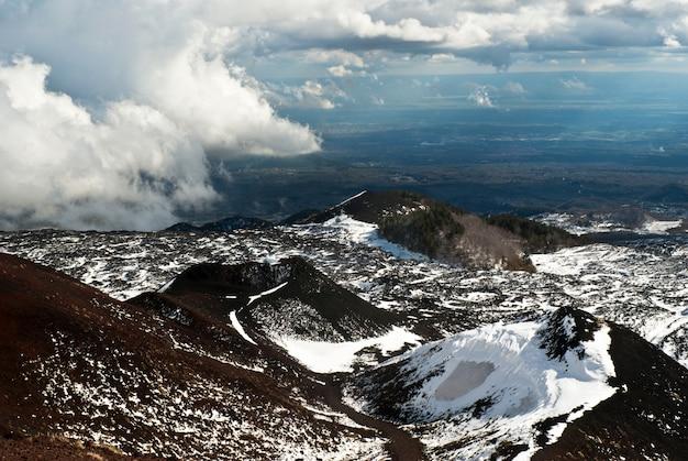 Vista do vulcão etna.