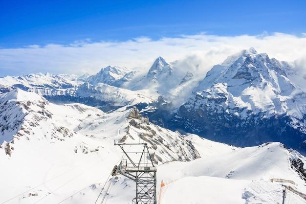 Vista dos alpes suíços do topo da montanha schilthorn