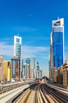 Vista dos arranha-céus no centro de dubai - emirados árabes unidos
