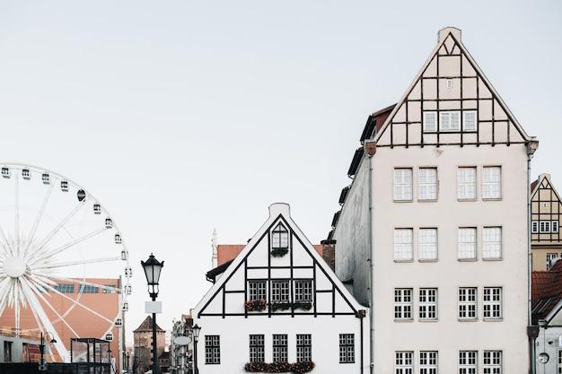 Vista dos edifícios na cidade velha de gdansk, polónia