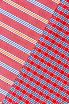 Vista elevada, de, checkered, e, linhas retas, padrão, têxtil