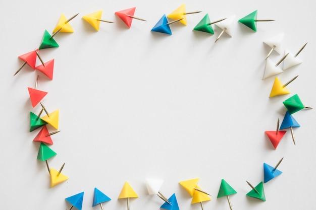 Vista elevada, de, colorido, triangular, dado forma, alfinetes, formando, quadro