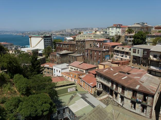 Vista elevada, de, edifícios, e, entrada oceano, valparaiso, chile