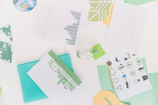 Vista elevada, de, gráfico, com, recursos naturais, ícone, sobre, escrivaninha
