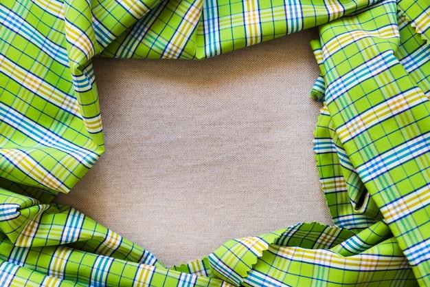 Vista elevada, de, verde, xadrez, padrão, têxtil, formando, quadro