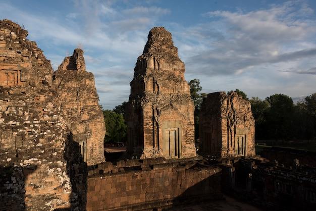 Vista elevada do templo pre rup, krong siem reap, siem reap, camboja