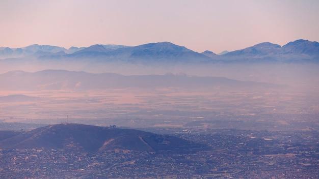 Vista enevoada da manhã de montanhas na cidade do cabo, áfrica do sul