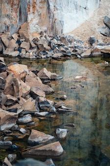 Vista espetacular da pedreira de pedra de granito