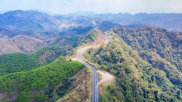 Vista estrada, ligado, a, montanha, de cima