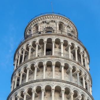 Vista externa da torre inclinada de pisa toscana
