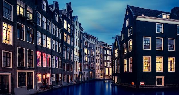 Vista famosa em amsterdã, holanda
