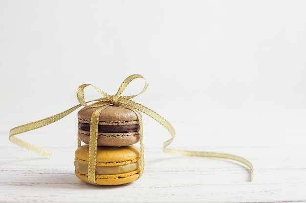 Vista frontal amarrado macarons