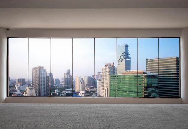 Vista frontal arranha-céu moderno interior com vista da cidade do escritório vazio