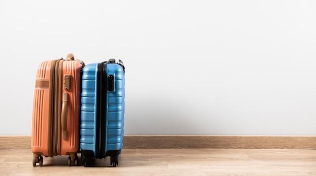Vista frontal da bagagem com espaço de cópia