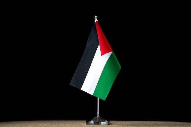Vista frontal da bandeira palestina em preto