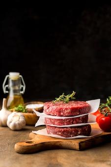 Vista frontal da carne com espaço de cópia