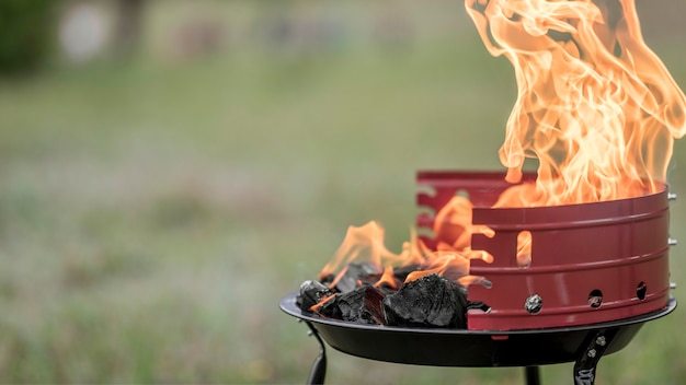 Vista frontal da churrasqueira ao ar livre