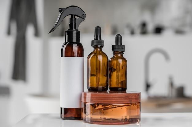 Vista frontal da embalagem de produtos cosméticos
